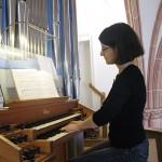 Nicole Centmayer spielt Orgel für Ihre Hochzeit oder Taufe in Wiesbaden